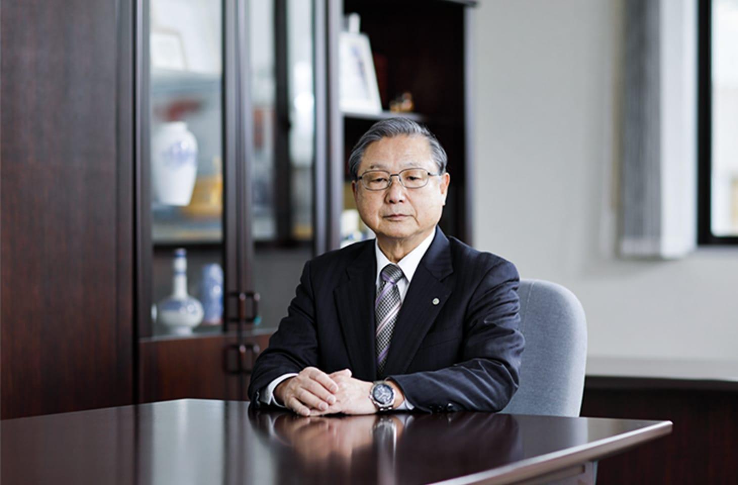 代表取締役社長の正面画像
